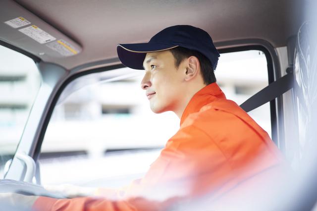 トラック運転手を含む自動車運転の業務の2024年問題